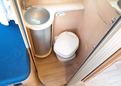 Wohnmobil XGO Dynamic 95 G - Waschbecken und Toilette