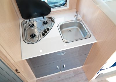 Wohnmobil XGO Dynamic 95 G - Küche mit Waschbecken und Herd