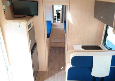 Wohnmobil XGO Dynamic 95 G - Blick Richtung Schlafraum mit 2 Einzelbetten