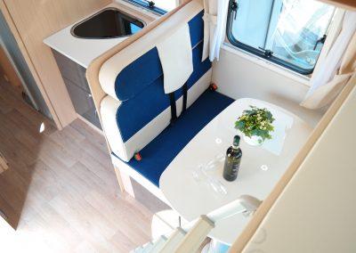 Wohnmobil XGO Dynamic 95 G - Sitzecke mit Tisch